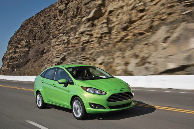 2014-Ford-Fiesta-SE-front-three-quarter-in-motion