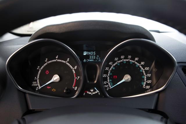 2014-Ford-Fiesta-SE-instrument-cluster