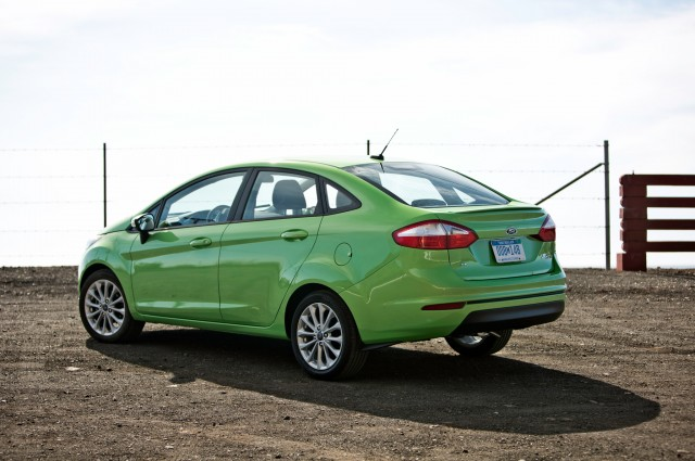 2014-Ford-Fiesta-SE-rear-three-quarters