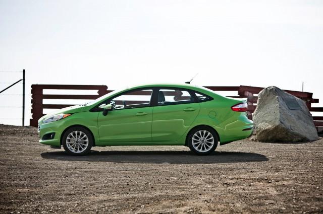 2014-Ford-Fiesta-SE-side