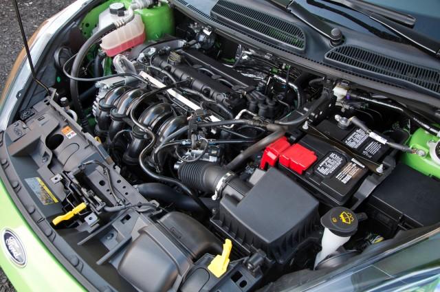 2014-Ford-Fiesta-SE-engine-02