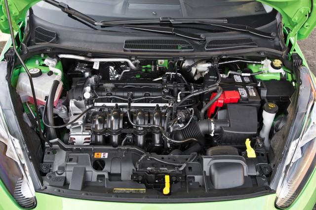 2014-Ford-Fiesta-SE-engine