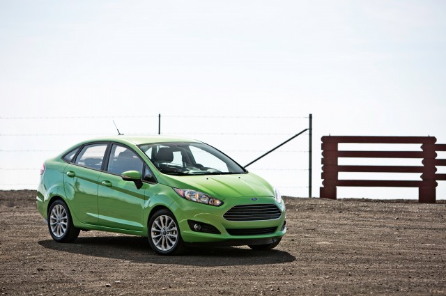 2014-Ford-Fiesta-SE-front-three-quarters